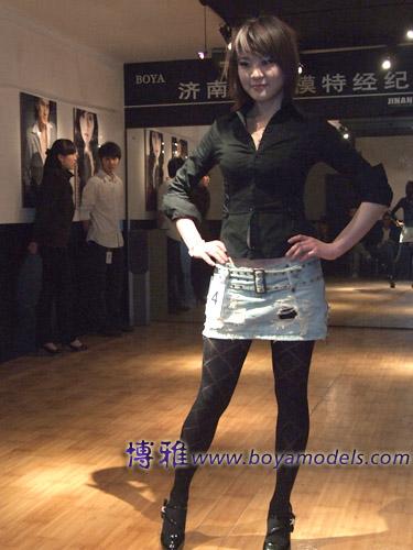 原综艺电视台舞蹈编导胡宝杰老师担任形体造型评委;公司艺术总监高苏